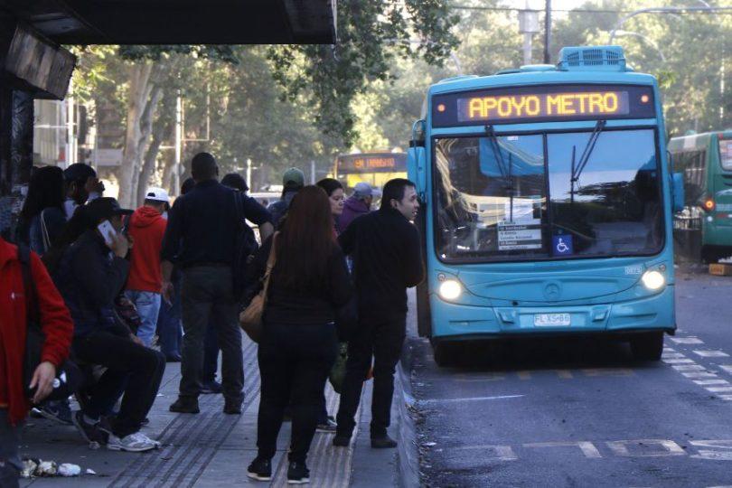 Transantiago reactivará circulación de buses en horario nocturno a partir de este martes