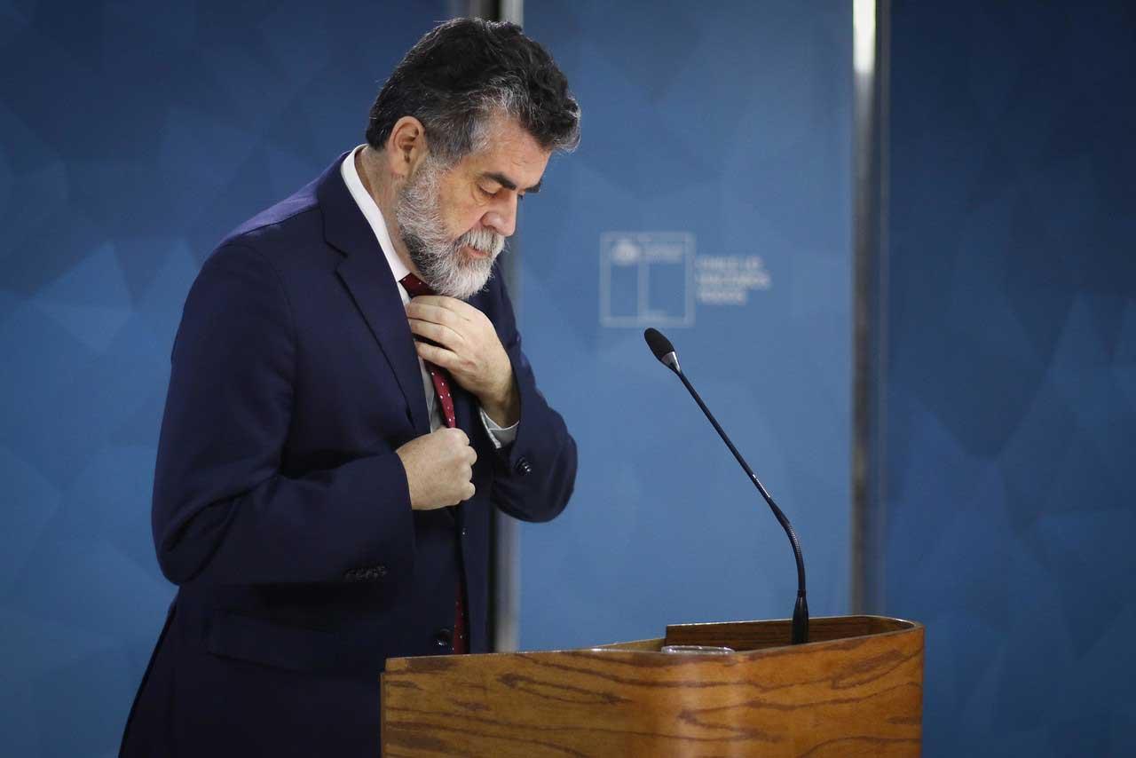 Renuncia de Ubilla: 50 días de una dimisión postergada