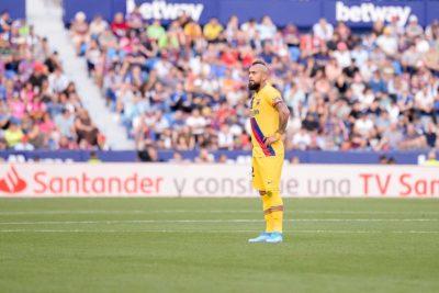 Arturo Vidal denuncia al Barcelona por no pago de 2,4 millones de euros