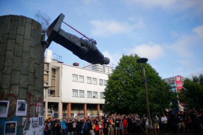 El precio de la historia: $40 millones costará reparar estatua de Pedro de Valdivia