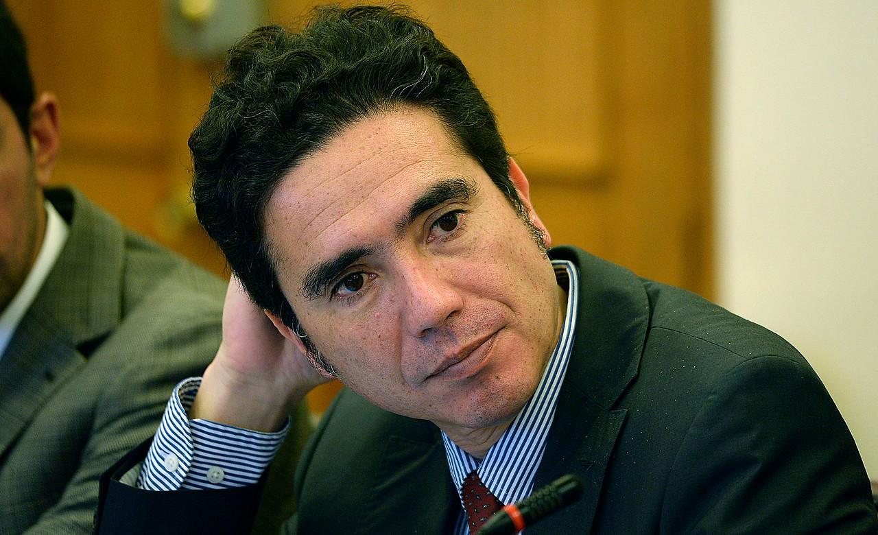 """""""Ministro Briones arremete contra quienes rechazaron reajuste salarial:"""