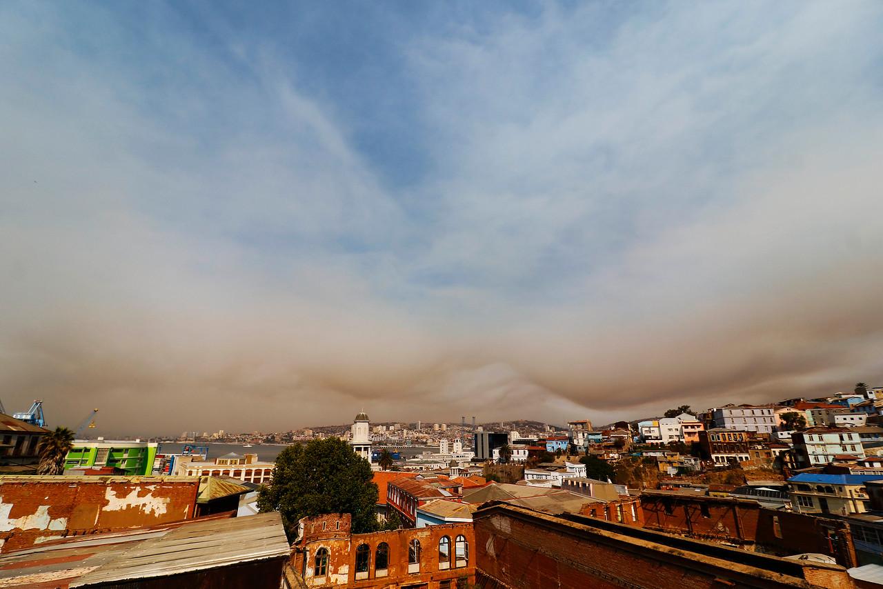 """""""Labores para apagar incendio forestal continúan en Placilla"""""""