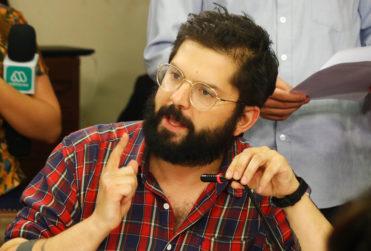 """Gabriel Boric explica voto a favor de ley antisaqueos: """"Las barricadas en el contexto de la lucha social nos parecen legítimas"""""""
