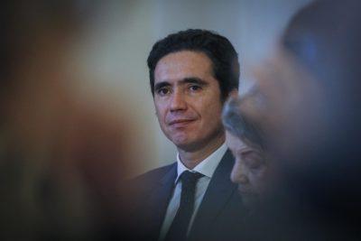 """Ministro Briones recorre de forma anónima las calles de Santiago: """"La destrucción es impactante"""""""