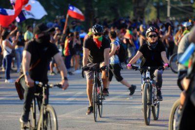 Ciclistas trataron de llegar en masa a la casa del presidente Piñera