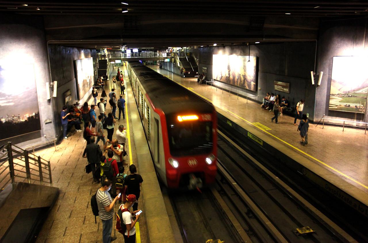 Metro: Estación Universidad Católica no abrirá este sábado