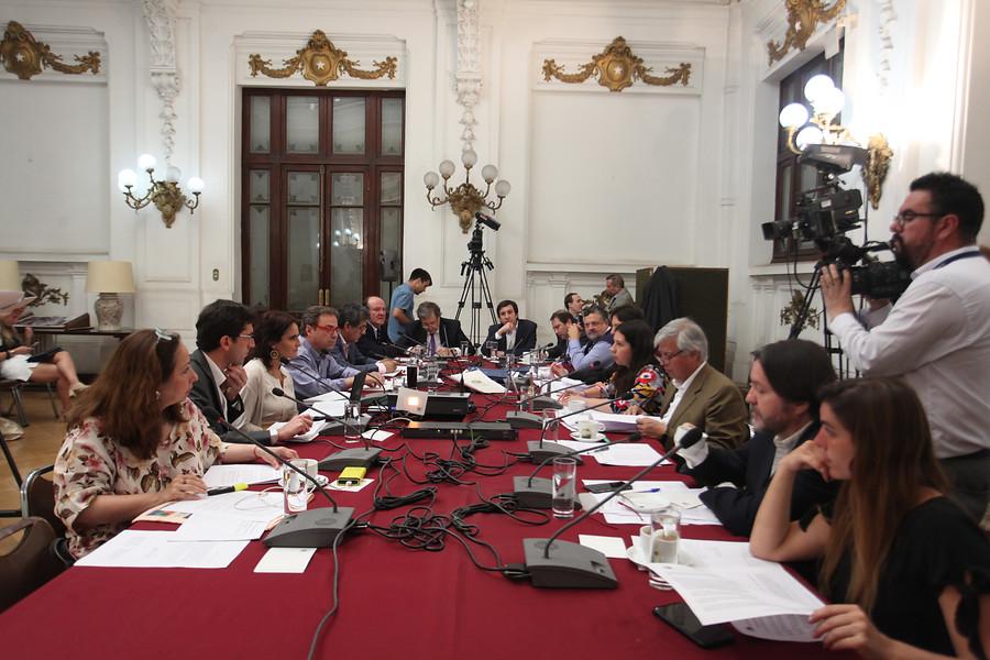 """""""Comisión de Trabajo elimina gradualidad en aumento de pensiones básicas"""""""