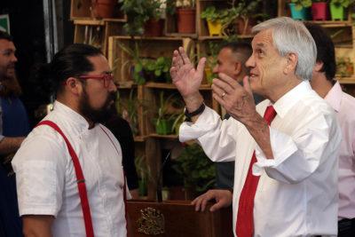 La visita sorpresa del Presidente Piñera que terminó en funa contra chef mapuche