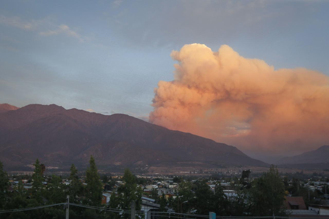 """""""ONEMI: Seis incendios forestales se mantienen activos a nivel nacional"""""""