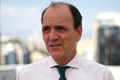 Increpan a ministro Monckeberg por topes de subsidios hipotecarios