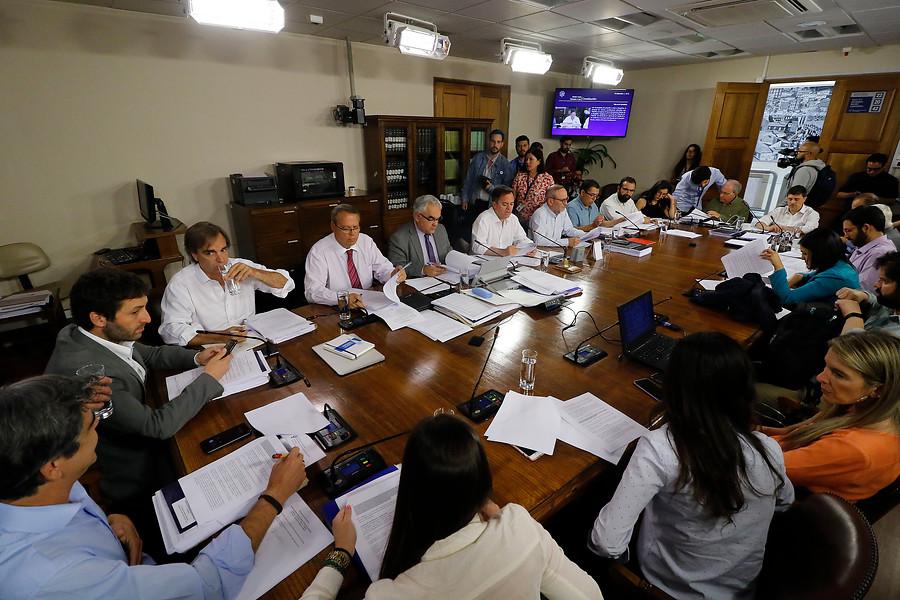 Senado de Chile aprueba plebiscito para cambiar la Constitución
