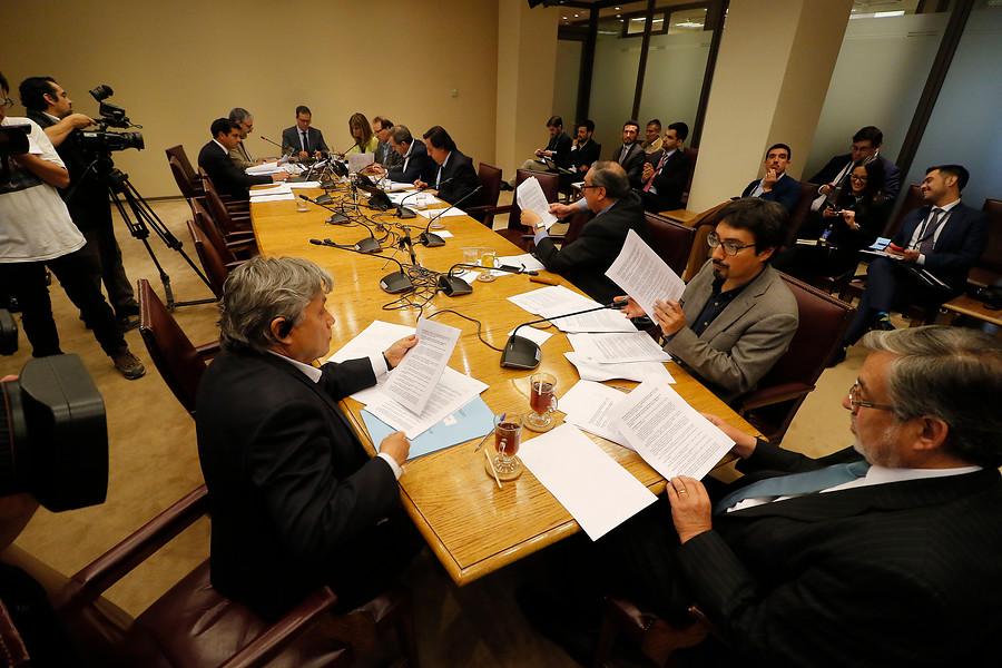 Comisión del Senado repone paridad, inclusión de independientes y cupos indígenas