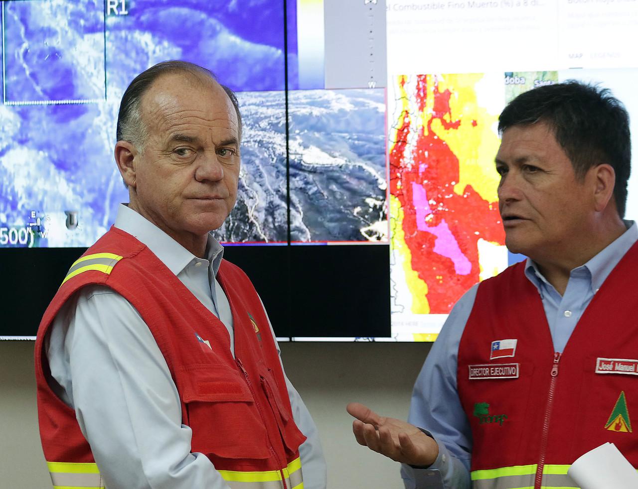 """Ministro Walker e intencionalidad de incendios: """"No estamos preparados"""""""