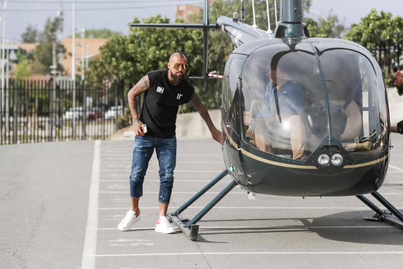 """Claudio Borghi cuestiona a Arturo Vidal por su llegada en helicóptero: """"Es una muestra de poder que no debería usarla"""""""