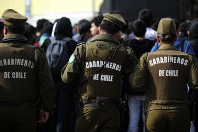 Tres personas son formalizadas por golpiza a carabinero en centro de Santiago
