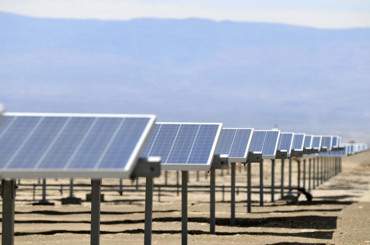"""""""Chile en la cúspide de ranking mundial sobre oportunidades para proyectos renovables: ¿mantendrá el liderazgo tras la crisis social?"""""""