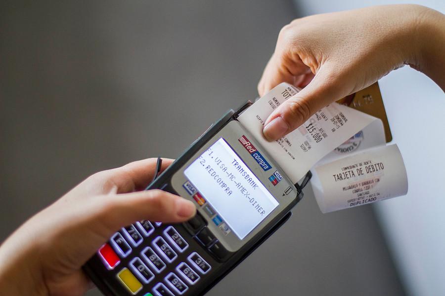 Duro golpe de la Suprema a Transbank: ordena homologar tarifas entre comercios