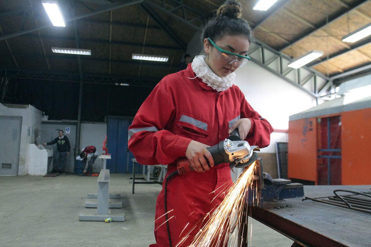 Mujeres y educación superior: ¿por qué elegir una carrera técnica ligada a la industria?