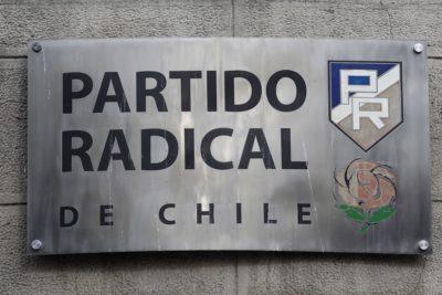 Militantes del Partido Radical se toman sede del partido en Santiago
