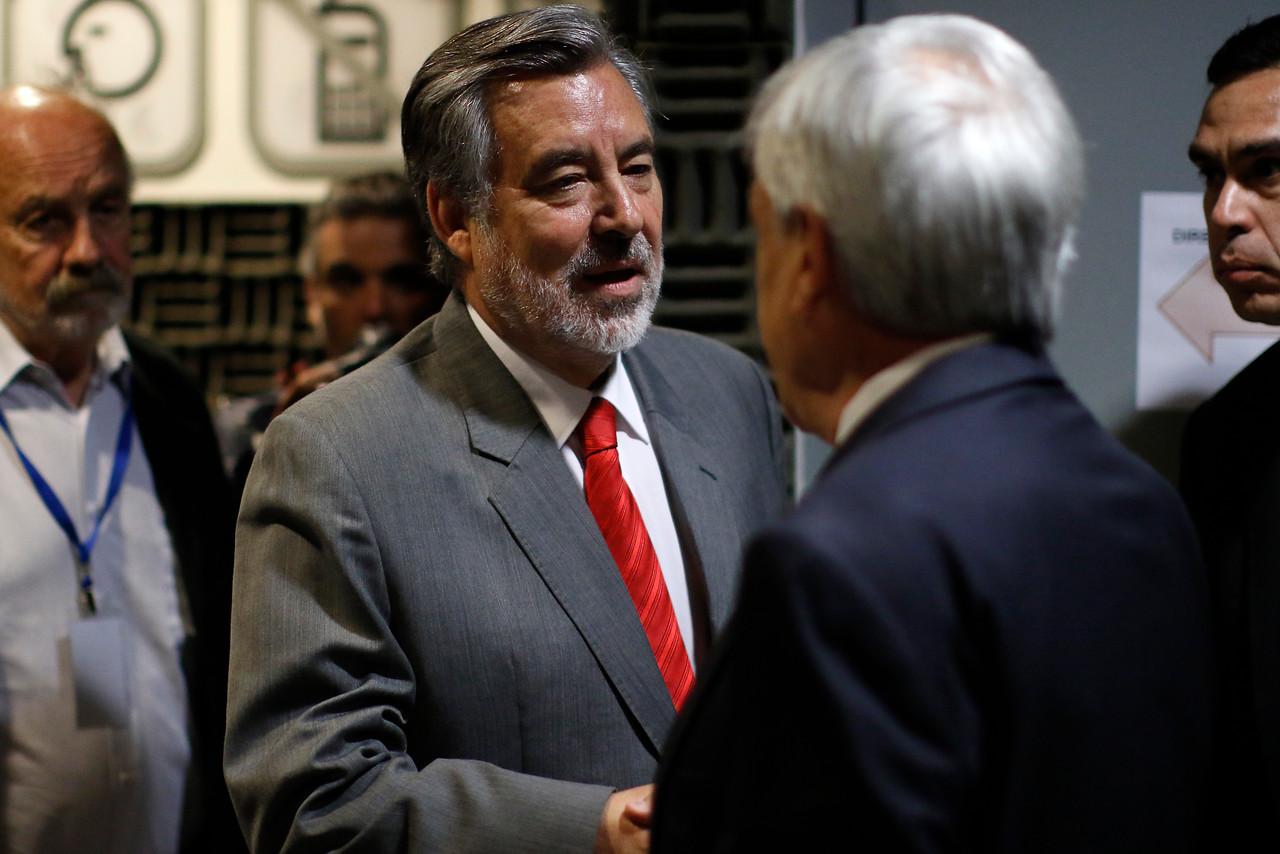 """Alejandro Guillier ante dichos de Piñera: """"Pasó a ser un personaje irrelevante, más un problema que una ayuda"""""""
