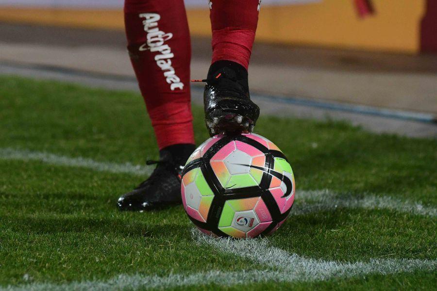 """""""Muchos se van y ninguno llega: los efectos de la crisis en el mercado de pases del fútbol"""""""