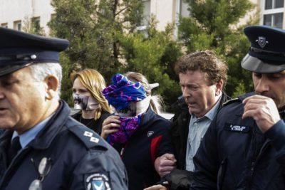 Protestan con El Violador Eres Tú tras declarar culpable a joven que denunció ataque