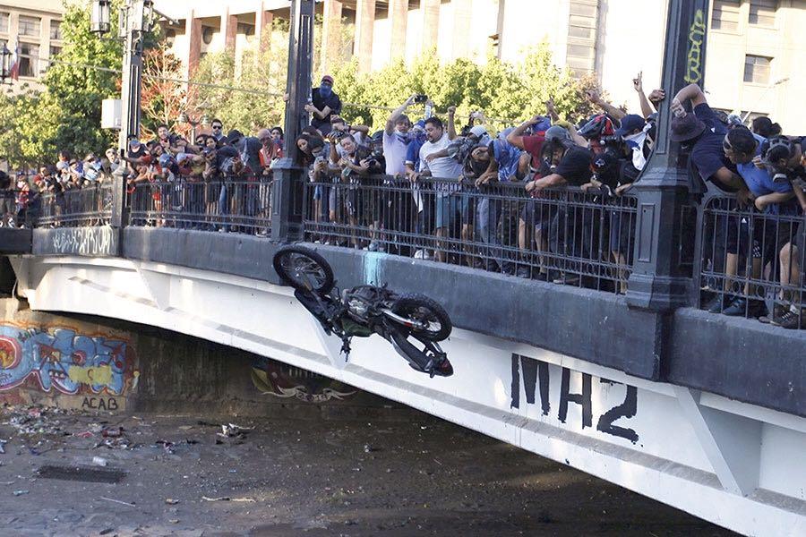 """""""Cerco policial en Plaza Italia terminó en caos y violencia"""""""
