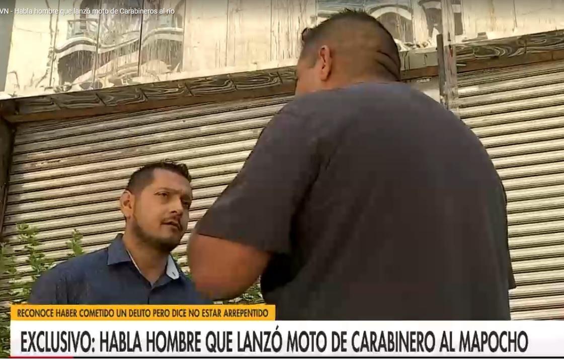 Carabineros busca a sujeto que lanzó motocicleta al Mapocho: tras entrevista en TV se declaró prófugo