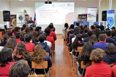Más de cien estudiantes de Quintero participan en seminario sobre emprendimiento e innovación