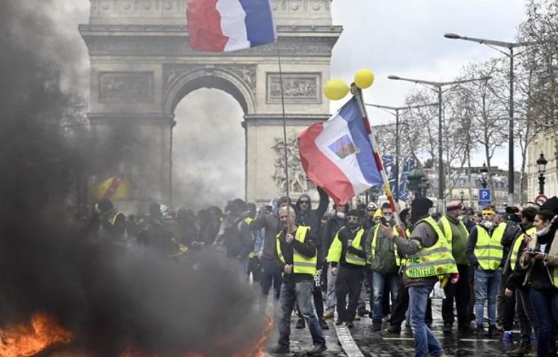 Franceses marcharon contra la reforma de pensiones de Macron