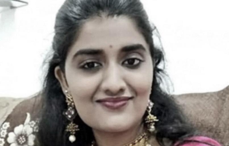India: madre de acusado de violar y asesinar a joven propone quemar a su hijo si es culpable
