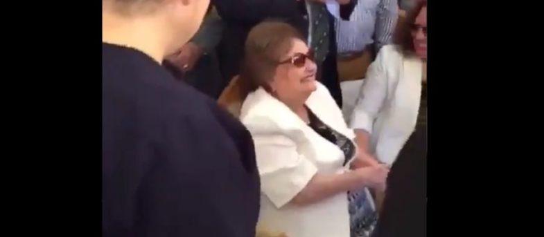 VIDEO | Lucía Hiriart reaparece en misa conmemorativa de la muerte de Augusto Pinochet
