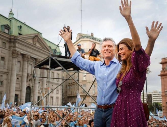 """""""Mauricio Macri se despide del gobierno con el 10% de sus promesas de campaña cumplidas"""""""