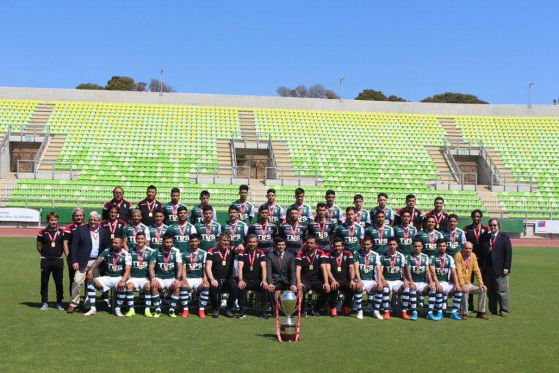 Santiago Wanderers recibe su trofeo como campeón de la Primera B