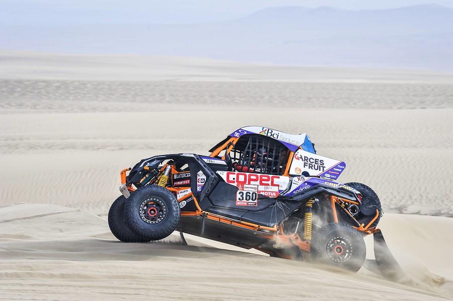 Chaleco López termina tercero y se sube al podio de Dakar en SSV