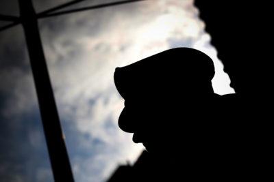 Insólito: sujeto robó tienda de ropa infantil vestido de payaso