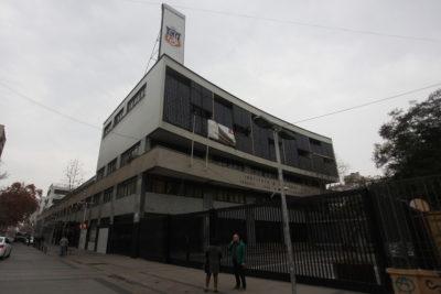 """Comuna de Santiago aplicó """"Rompe-Paga"""" por daños durante tomas en liceos"""