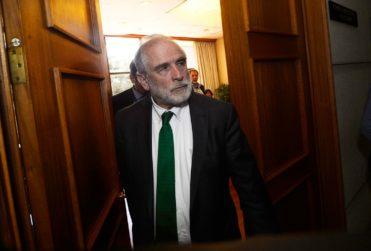 Los aciertos y conflictos de Carlos Montes tras anunciar su retiro del Congreso