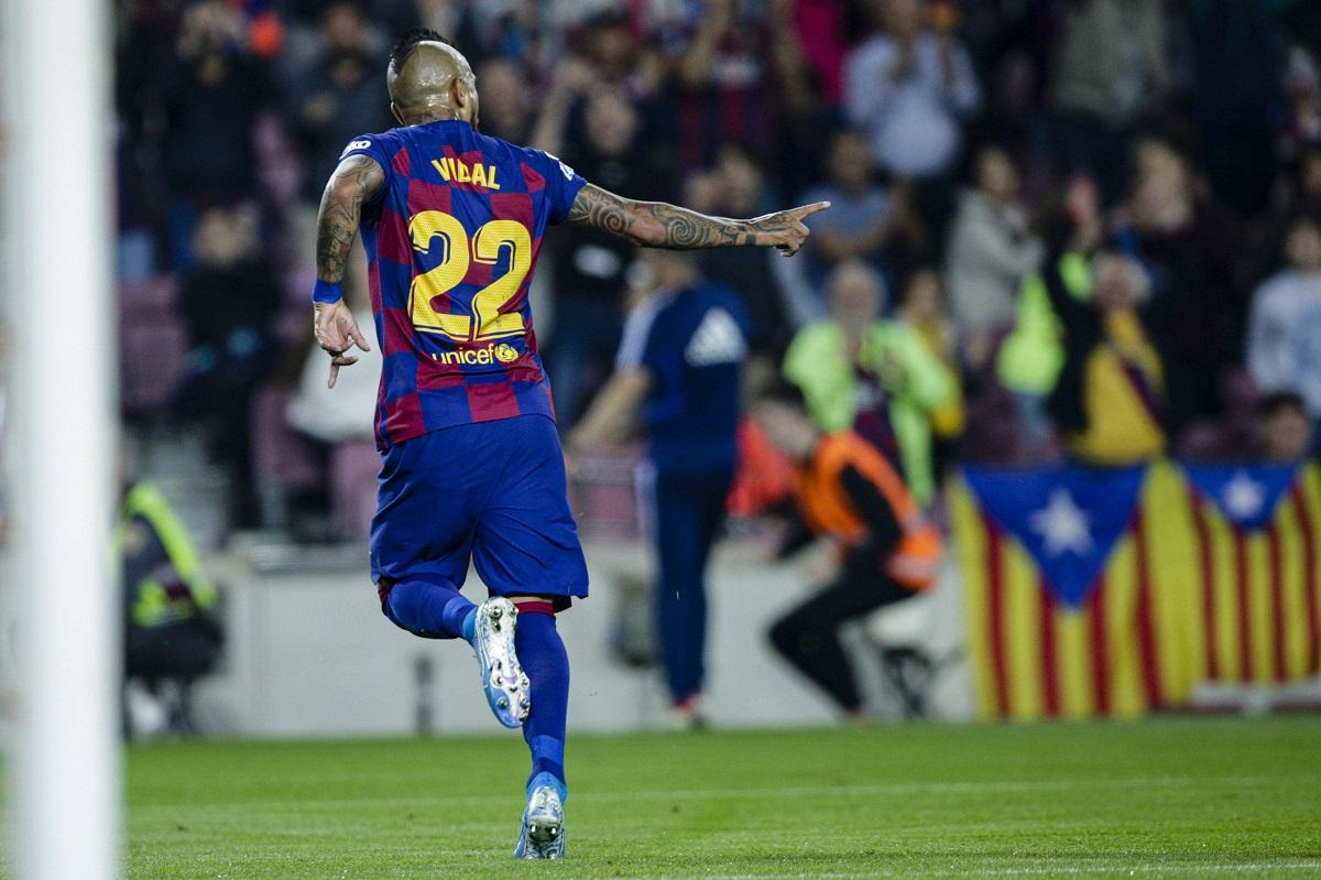 Arturo Vidal llegó a los 100 goles en Europa en sufrido empate del Barça