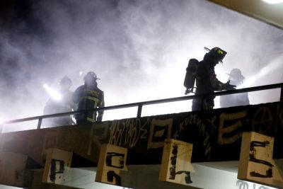 Una persona falleció en incendio que afectó a supermercado saqueado en San Ramón