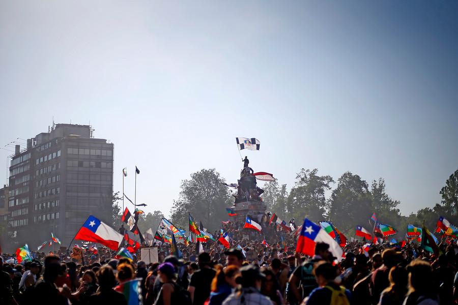 """""""Encuesta: 53% de inmigrantes pretende permanecer en Chile tras estallido social"""""""