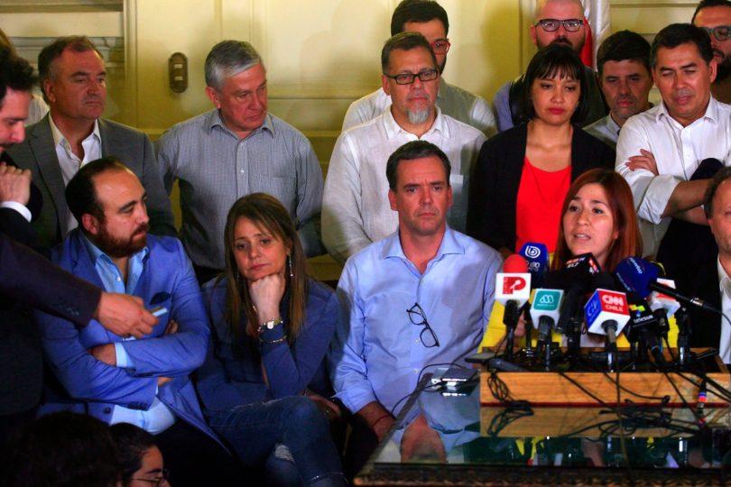 Renuncias a partidos políticos aumentaron en 500% tras estallido social