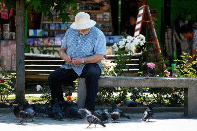 Chilenos entre los que más quieren trabajar después de la edad de jubilación