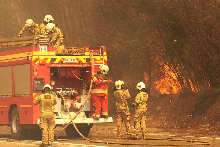 """""""Incendios forestales obligan a cortar rutas del Itata, la Madera y de Cabrero"""""""