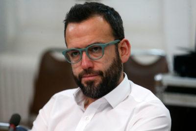 El paso de Pablo Vidal por la Enade: pidió minuto de silencio, le gritaron cínico y Blumel le respondió con dureza