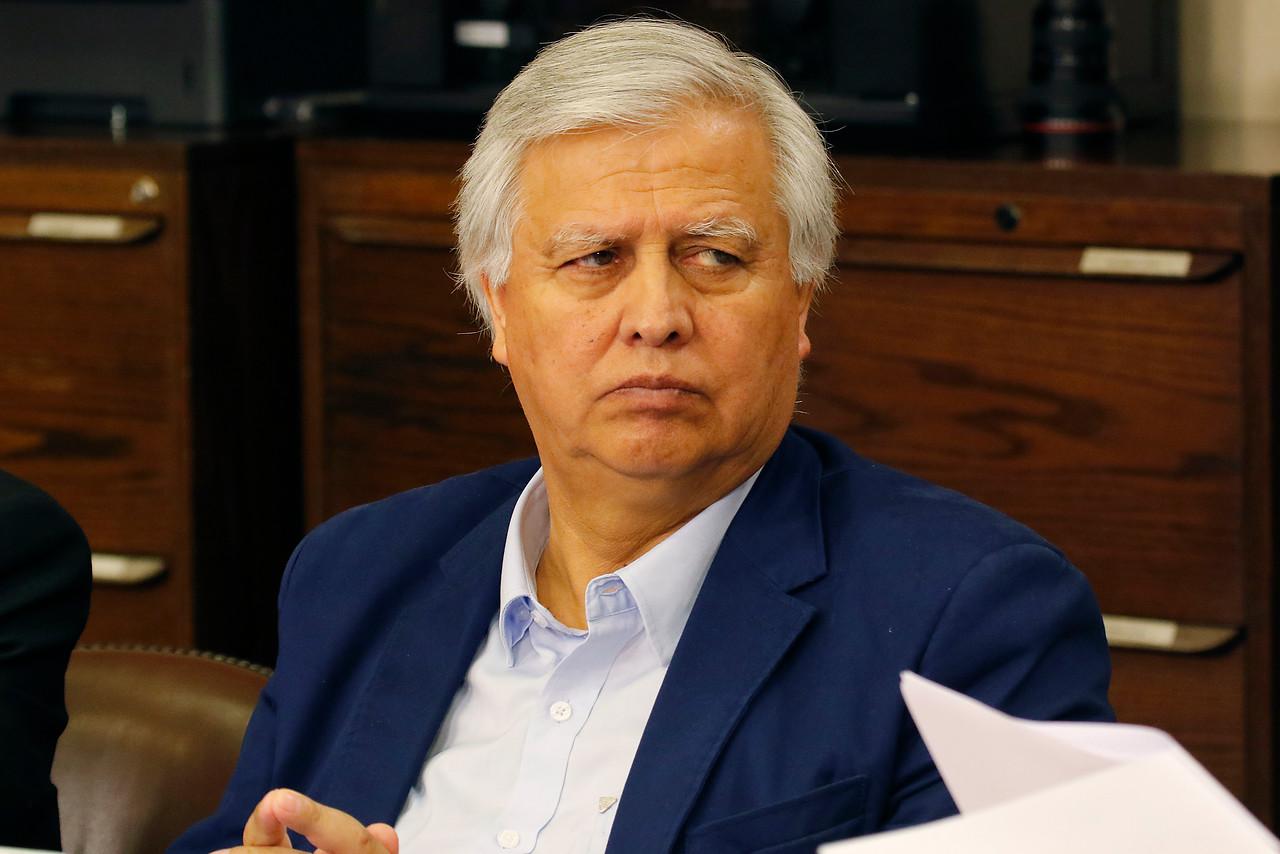Saavedra insistió en que un ente público debe administrar el 6% de ahorro extra