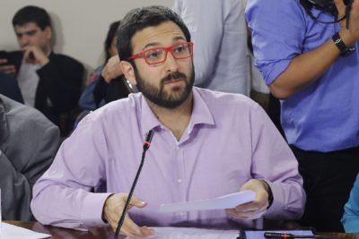 """Diputado Crispi criticó proyecto para mejorar Fonasa: """"Cuidan el negocio de las Isapres y clínicas"""""""