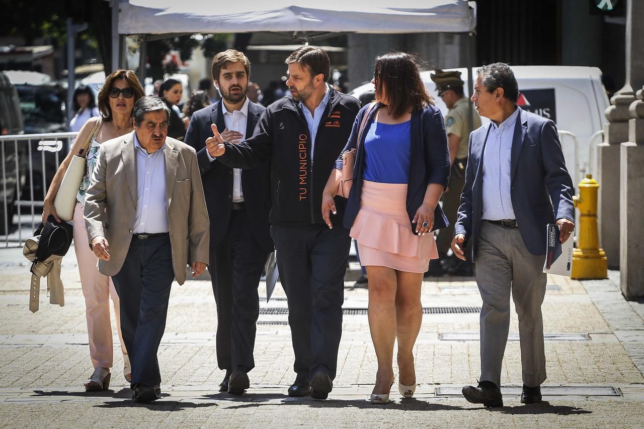 Alcaldías se enfrentan por elecciones de gobernadores regionales