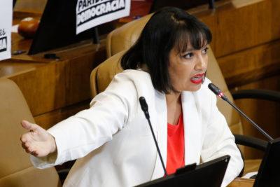 """Diputada Natalia Castillo ingresa proyecto que establece límites para las herencias de los """"súper ricos"""""""