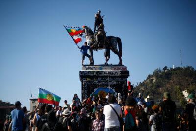 Consejo de Monumentos analizará eventual retiro de estatua de Baquedano de Plaza Italia